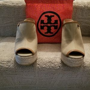 BRAND NEW TORY BURCH CANVAS WEDGE SANDALS SIZE 7